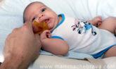 come abituare il neonato al ciuccio