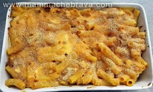 Pasta con zucca e salsiccia al forno