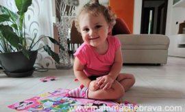 Giocare con i puzzle: nuova attività per la piccola Camilla